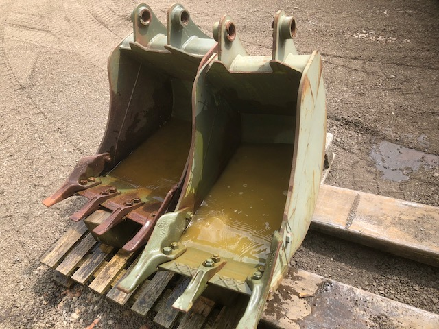 MoD Surplus, ex army military vehicles for sale - JCB Digging buckets