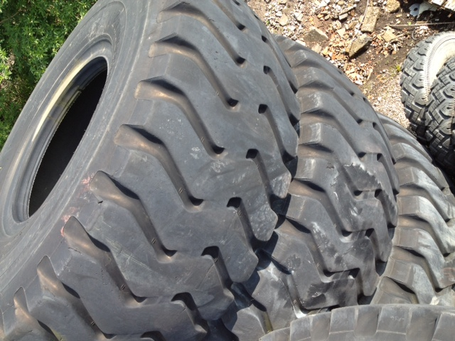 military vehicles for sale - Bridgestone 29.5T35 VSTEEL (Used 75/80% Good)